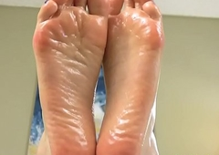 Foot fetish t-girl uniformly retire from feet and arches