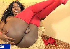 Curvy black ghetto-blaster playing with her cock