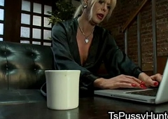 Be in charge tranny gumshoe deepthroated at blind date